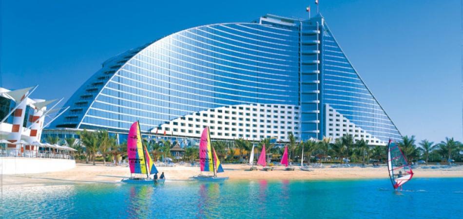 Jumeirah Beach Hotel закрывает бассейн Executive Pool